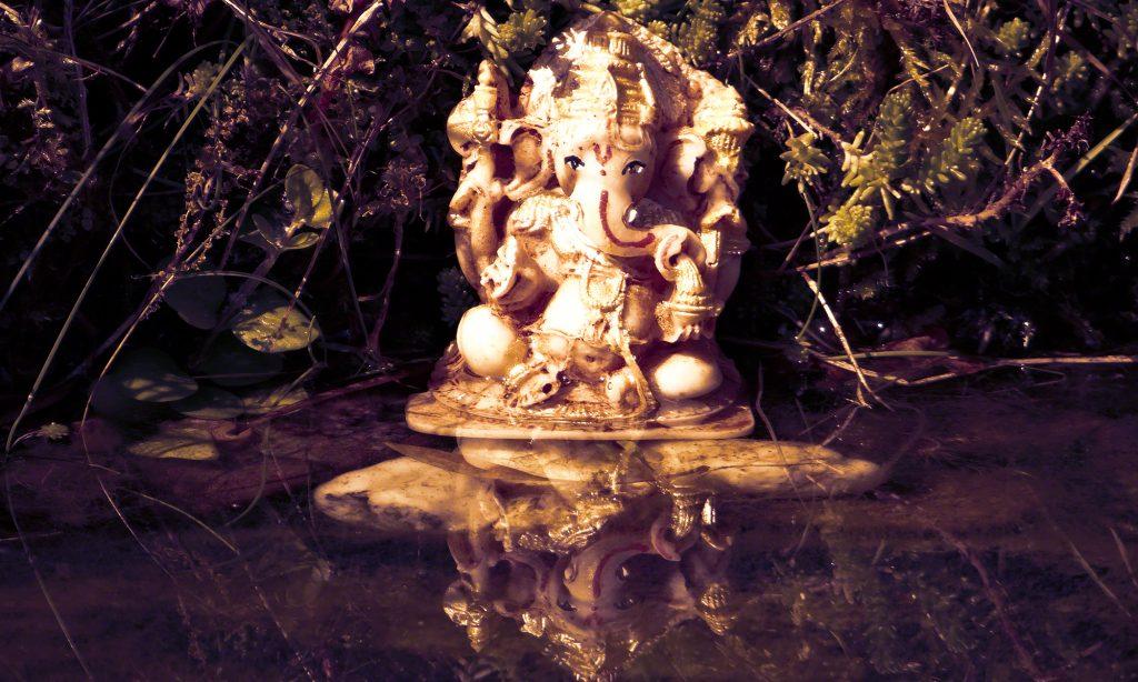 Om Vakra Tundaya - Pure in Heart (Ganesha Mantra) by Canda & Guru Atman